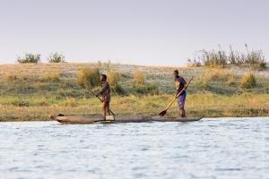 Pécheurs sur la rivière Chobe, Botswana