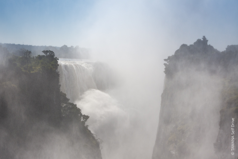 Itinéraire self drive en Namibie et au Botswana : visite des chutes Victoria au Zimbabwe